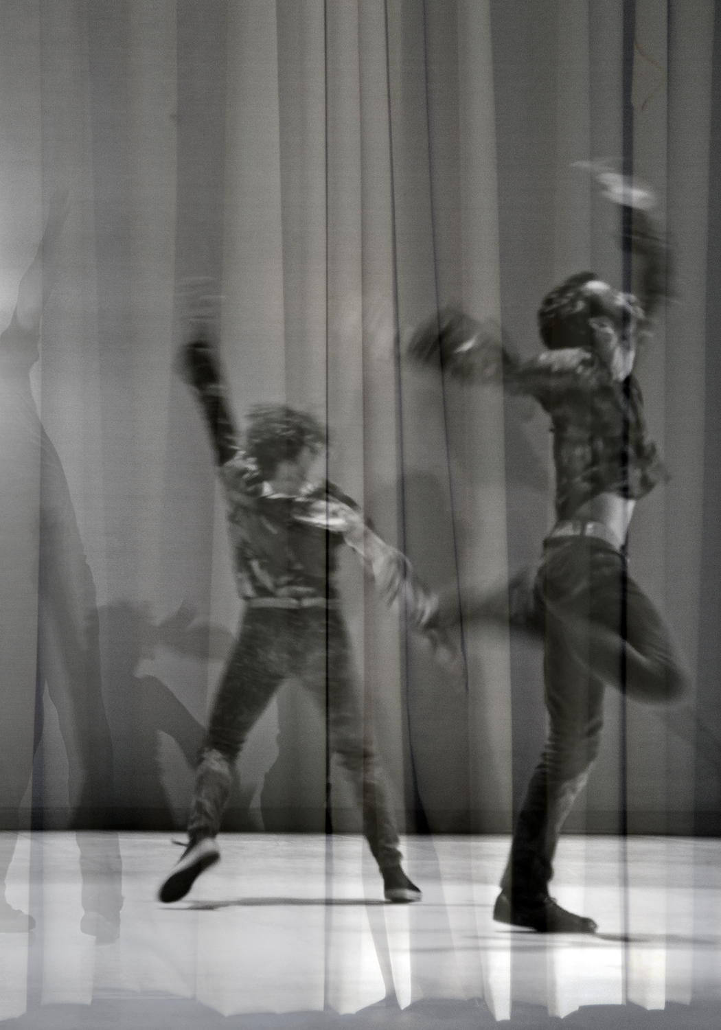 carina martins, dialogues in unimaginated places - overlapped photographies of dancers