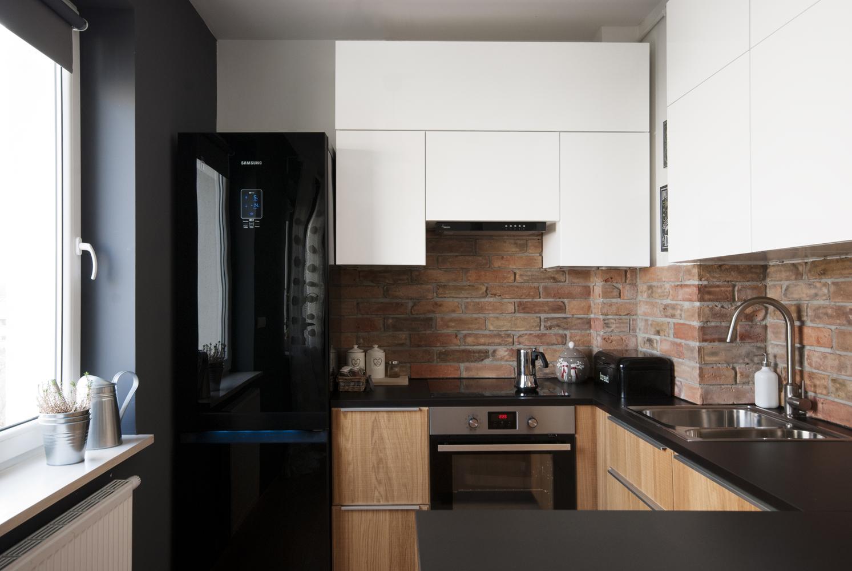 Projekt Kuchni Ze Sciana Z Cegly Marmur Studio L Projektowanie I