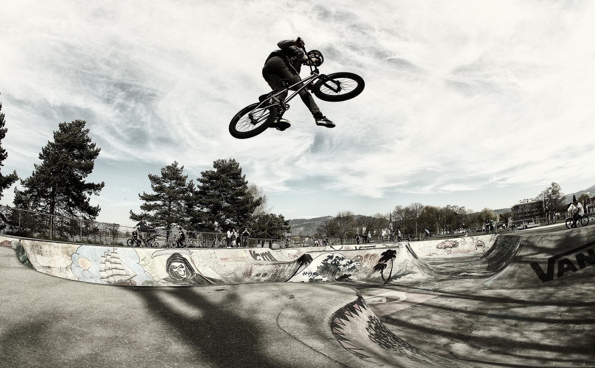 Bike Check Charlie Cavallaro - ilamebmx