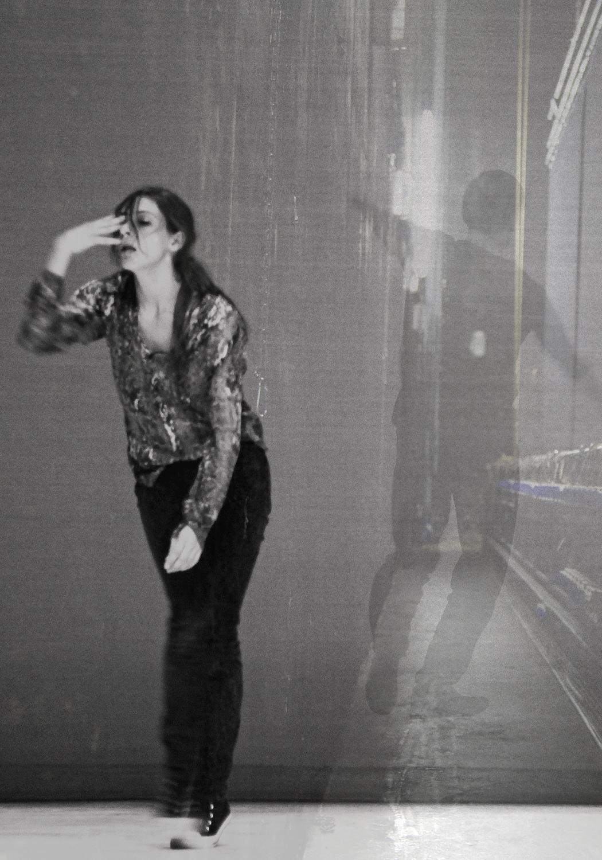 carina martins, Diálogos em lugares não imaginados - sobreposição de fotografias de bailarinos de coreografo e de teia do palco do teatro