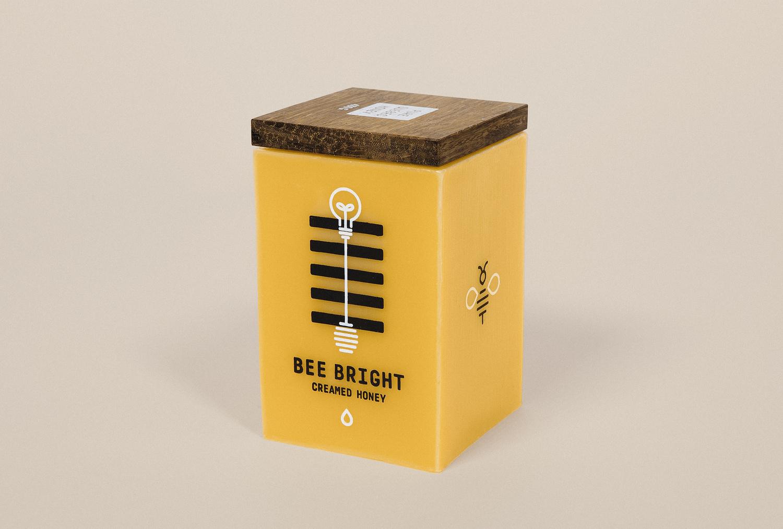 packaging de mel desenvolvido com cera de abelha para que depois o mesmo possa ser reutilizado.