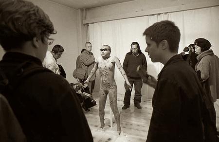 Une scène de l'exposition de « La fascination par lésions corporelles »  commise par Li Xianting, 2000 Xu Zhiweiéd. 10 à 300€