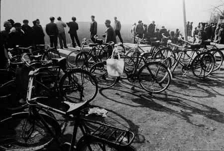 Marche, Xian, 1982 © Pierre Terrason éd. 15 à 500€